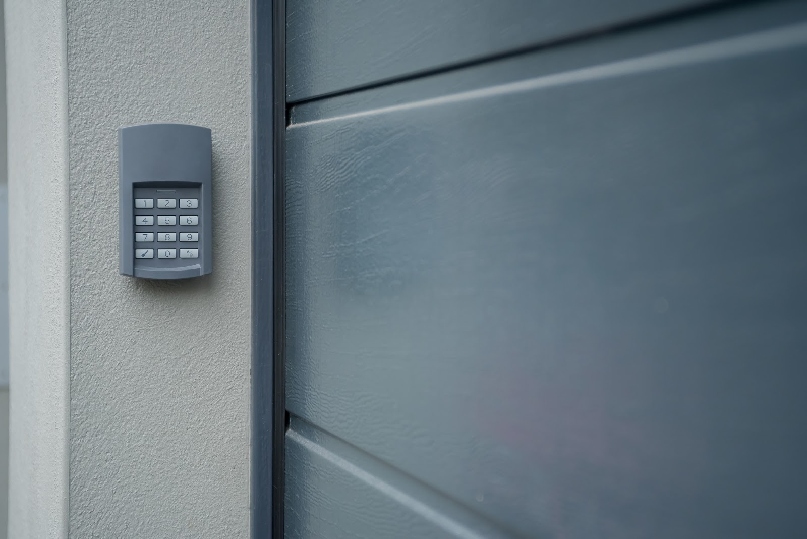 Number-Lock-outside-of-a-garage-for-safety