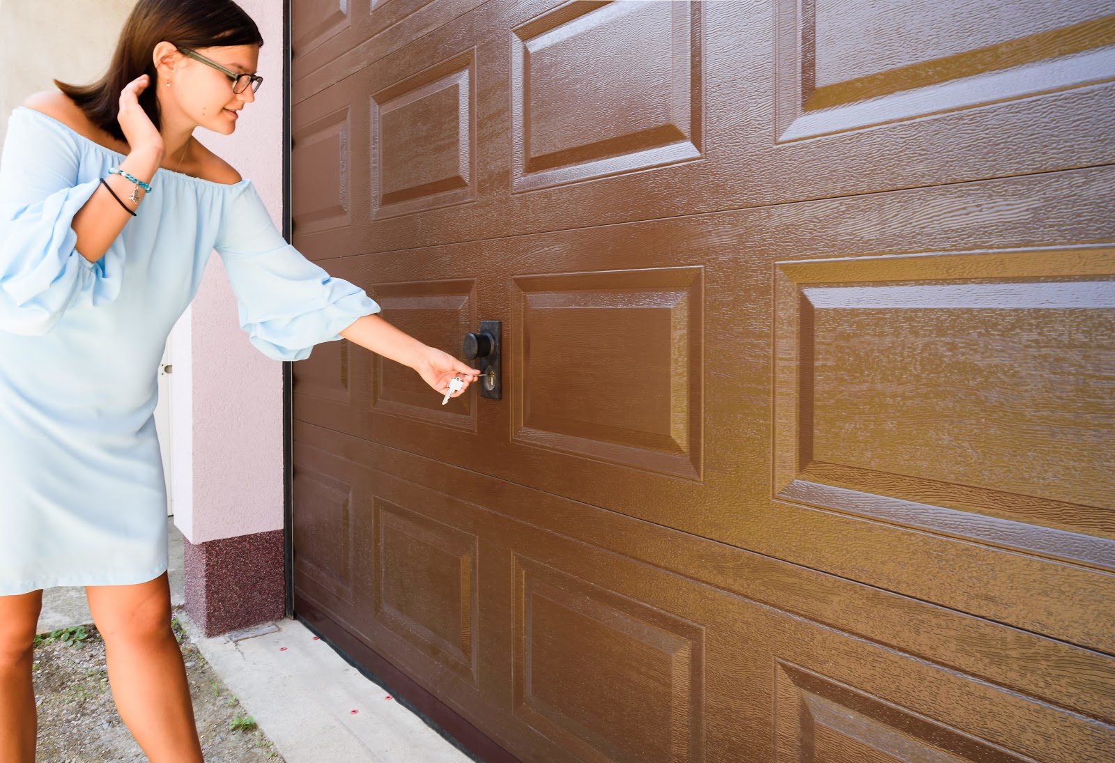 Woman-Using-Keys-to-get-into-locked-out-garage