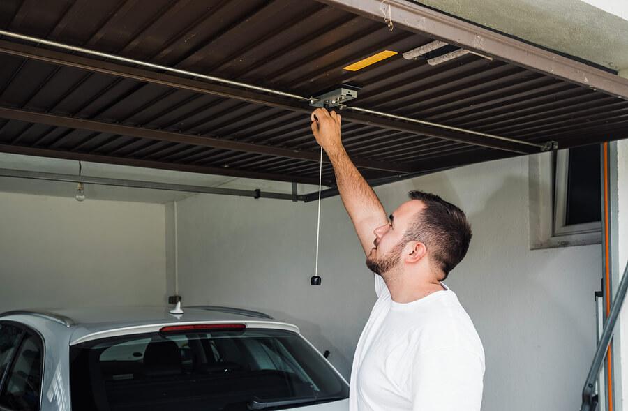 How Safe Is Your Garage Door 𝗣𝗿𝗲𝗰𝗶𝘀𝗶𝗼𝗻 𝗚𝗮𝗿𝗮𝗴𝗲 𝗗𝗼𝗼𝗿 𝗟𝗮𝘀