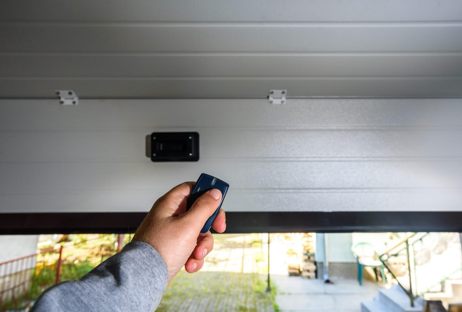 Garage-Door-Pvc-Hand-Uses-Remote-opener