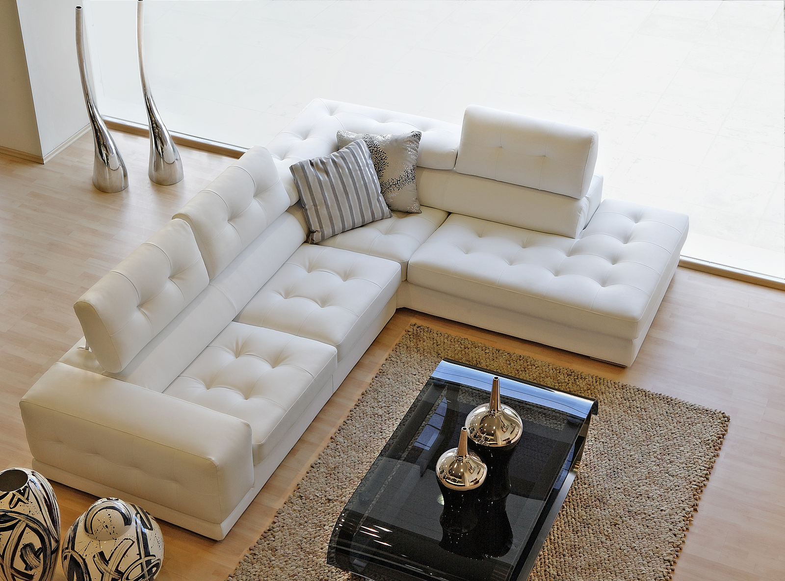 Modern-Living-Room-with-White-Sofa-Coffee-Table-Light-Interior